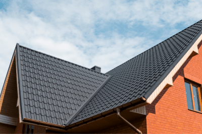A metal roof vs asphalt shingles can be a difficult financial decision to make in Fort Wayne, IN.